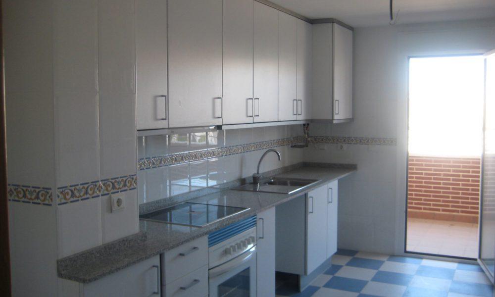 Cocina piso Alicante Grupo Larvin